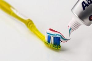 toothbrush-571741_640